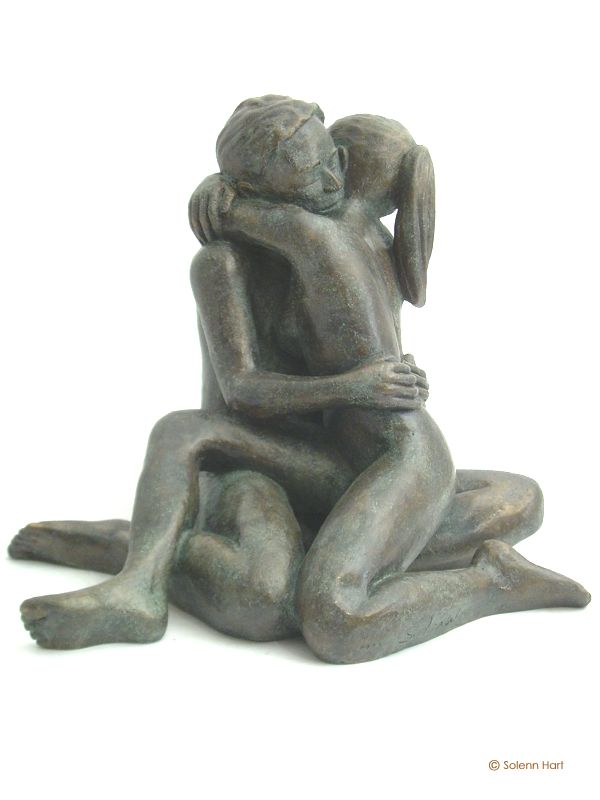Sculpture couple nu enlace assis