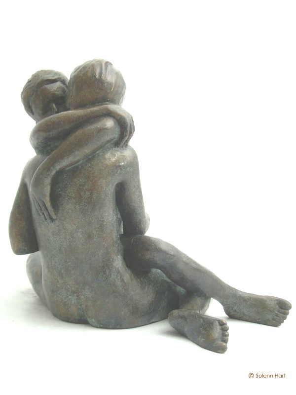 Sculpture couple etreinte amoureuse